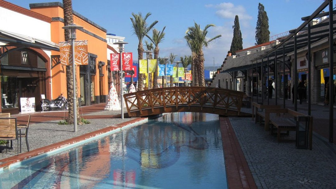 Landscape Design - Peyzaj - Peyzaj Yüksek Mimarı Nilüfer Şentürk Temel - Landscape Architect - Landscape Architecture - Pergola - Outdoor Living - Shopping Mall Landscape Design - Water Feature - Bridge - Paving